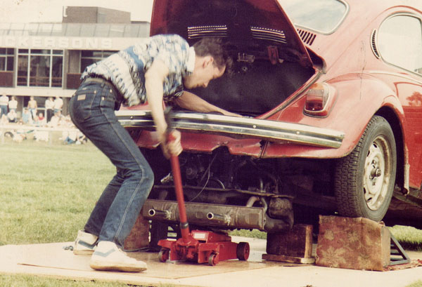 Competing in the engine change competition, VW Action, 1984