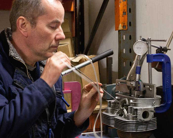 Measuring port velocity on the flowbench